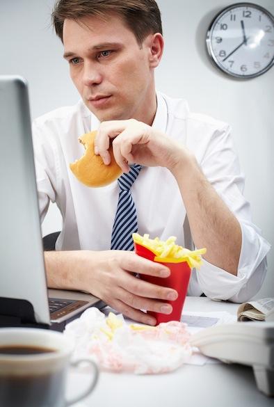 Умственные нагрузки и еда несовместимы - считают ученые