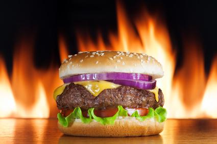 Двойной чизбургер назван самой дешевой и питательной едой