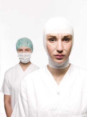 Почему люди решаются на пластическую операцию: свидетельства очевидцев