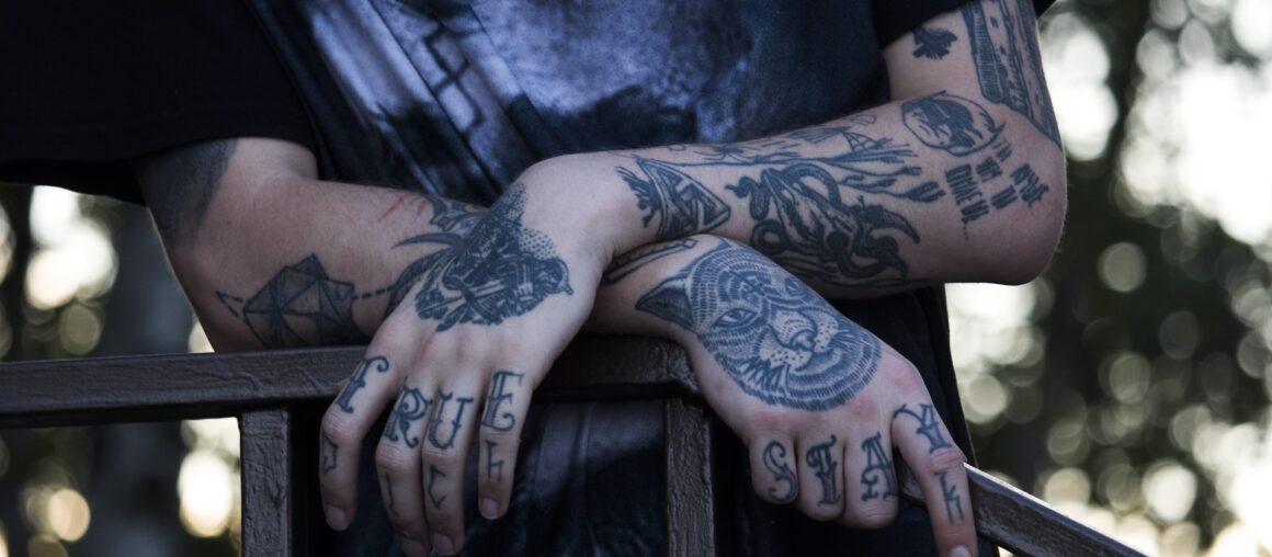 Татуировки темные и синие