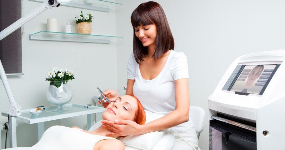 Как построить карьеру косметолога, если у Вас среднее медицинское образование?
