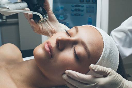 Фракционная шлифовка фотоповрежденной кожи лица с помощью CO2 лазера
